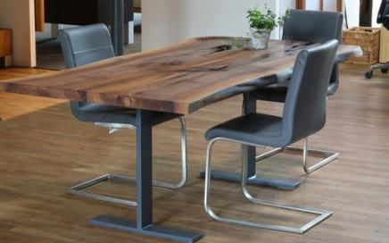 Esstisch in Birne mit Naturkante | GEWA Die Möbelschreinerei